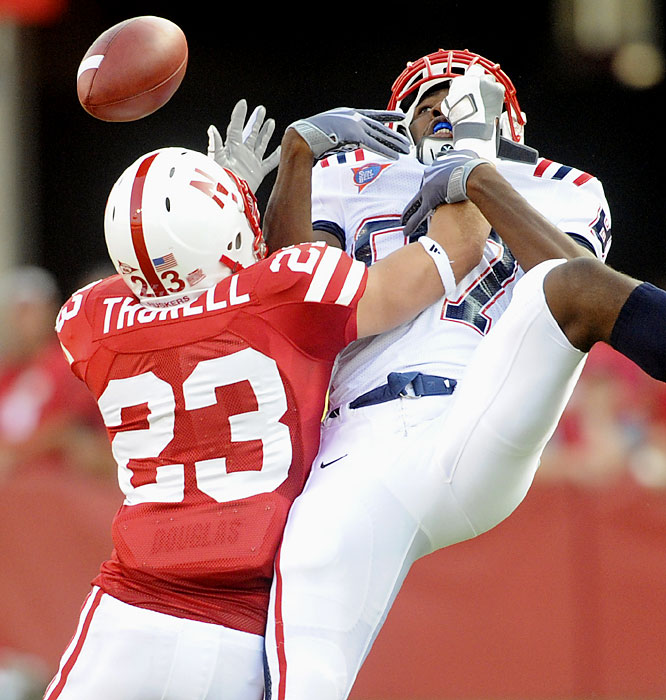Lance Thorell (left) knocks the ball away from Florida Atlantic's Jamari Grant. The Blackshirts forced three fumbles, intercepted two passes and  limited the Owls to 104 net rushing yards.
