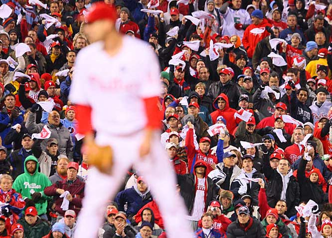 Phillies fans cheer on Cliff Lee.