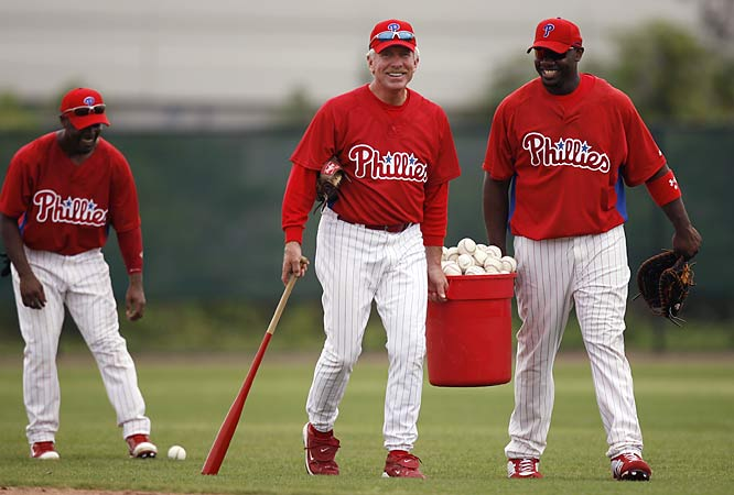 Two Philadelphia legends -- Mike Schmidt and Ryan Howard -- share a laugh during spring training.
