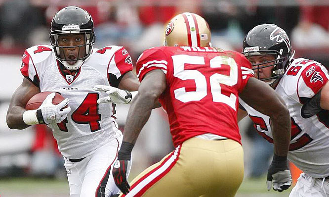 Atlanta's Jason Snelling looks for a way around San Francisco linebacker Patrick Willis.