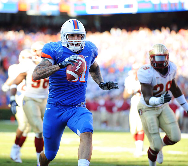 Gators tight end Aaron Hernandez scores as Florida improved to 12-0.