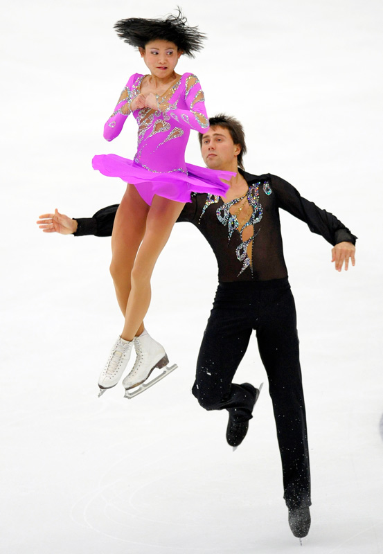 Yuko Kavaguti and Alexander Smirnov of Russia perform  in the NHK Trophy figure skating Grand Prix in Nagano on Nov. 7.  Kavaguti and Smirnov finished in second place with a score of 193.05 points.