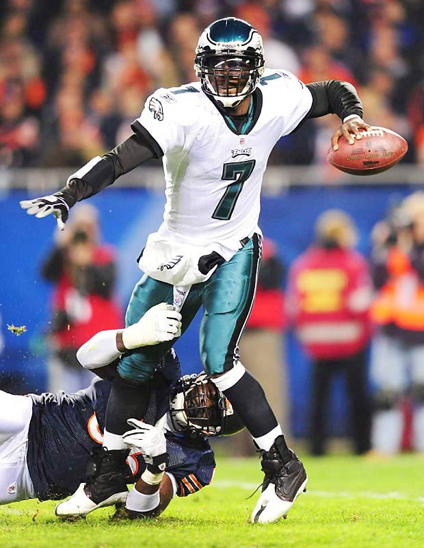 Michael Vick of the Eagles gets off a pass against the Bears during the Eagles' 24-20 road win that kept them in second in the NFL East.