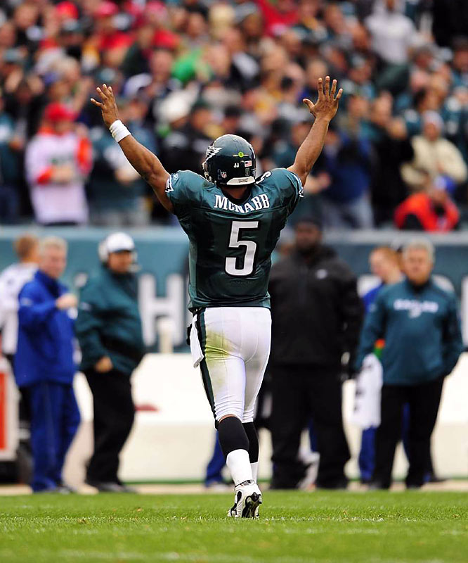 McNabb threw two touchdowns in the last five minutes of the second quarter against the Giants, putting the Eagles in position to take control of  the NFC East should they defeat Dallas this week.