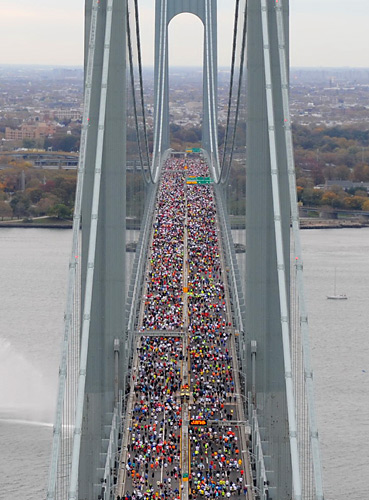 Thousands of runners filled the top deck of the Verrazano-Narrows Bridge (which connects Staten Island with Brooklyn) at the start of the race.