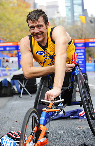 Kurt Fearnley of Australia won the wheelchair division with a time of 1:35:58. It was Fearnley's fourth consecutive title in New York.