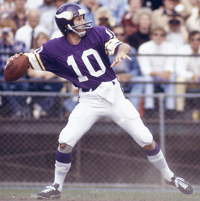 Minnesota QB Fran Tarkenton becomes the NFL's all-time completions leader when he completes his 2,840th pass in the Vikings' 28-13 victory over San Diego.