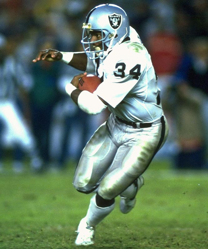 Raiders running back Bo Jackson rushes for 221 yards in just his fifth career NFL game as the Raiders beat Seattle 37-14. Jackson scores on runs of 91 and two yards, and adds a 14-yard touchdown catch.