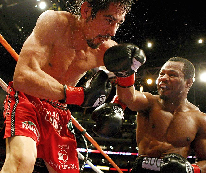 Margarito was considered the most feared fighter in boxing after his bloody demolition of Miguel Cotto in 2008. That is, until a 37-year-old Mosley picked him apart in January 2009. Mosley's blinding speed and staggering power overwhelmed Margarito from the opening bell and continued without interruption until referee Raul Caiz mercifully stopped the fight in the ninth round. <br><br>Runner-up: Juan Carlos Salgado knocks out Jorge Linares in first round