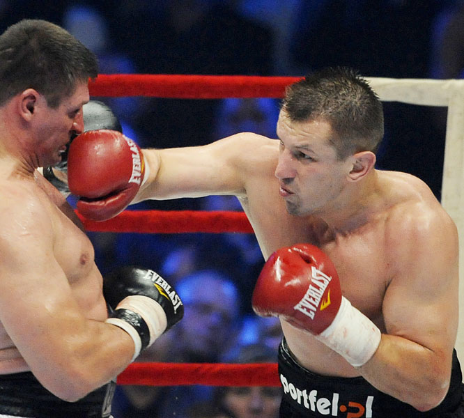 The durable Pole made two successful defenses of his IBF cruiserweight title, against Johnathon Banks in February (TKO 8) and Bobby Gunn in July (RTD 4), before moving up to heavyweight to meet compatriot Andrew Golata in Lodz, Poland. Adamek won by fifth-round TKO.