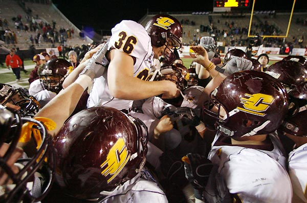 Andrew Aguila hit a 37-yard field goal, his GMAC-record fifth of the game, as the Chippewas won in double overtime. The win ended a 15-game losing streak for MAC teams in bowls.