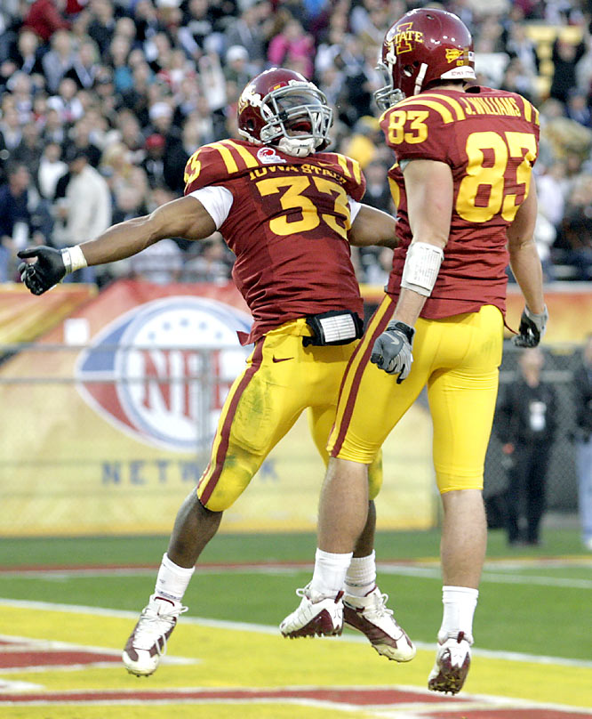 Alexander Robinson (left) ran for 137 yards, and Austen Arnaud threw for one touchdown and ran for another as Iowa State defeated Minnesota to cap its first winning season since 2005.