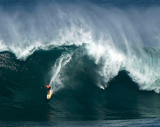 "Kelly Slater takes on a 20- to 25-foot monster wave for a near-perfect score of 98 out of 100 in the Dec. 8th ""Quiksilver in Memory of Eddie Aikau."" Slater was covered by the wave off the coast of Hawaii, but cruised out flashing his hand in a No. 1 sign. The last Eddie was in 2004. Waves are required to be in the 20- to 30-foot range."