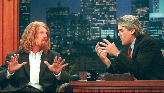 Alexi Lalas talks soccer with Leno during a 1996 appearance.