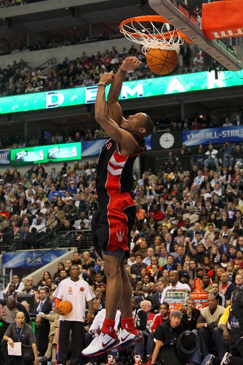 DeRozan advanced to the finals after getting a perfect score of 50 on his second dunk of the first round.