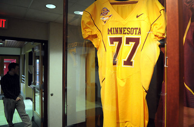 Henderson got a taste of what his number would look like on a Minnesota jersey during his visit to the Golden Gophers' football complex.