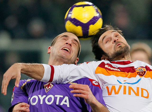 Fiorentina's Lorenzo De Silvestri (left) and Roma's Mirko Vulcinic of Montenegro fight for the ball during their match at Artemio Franchi stadium in Florence, on Feb. 7.  Roma defeated Fiorentina 1-0.