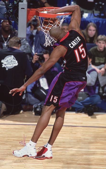 Carter puts his elbow through the rim on his way to winning the 2000 dunk contest.
