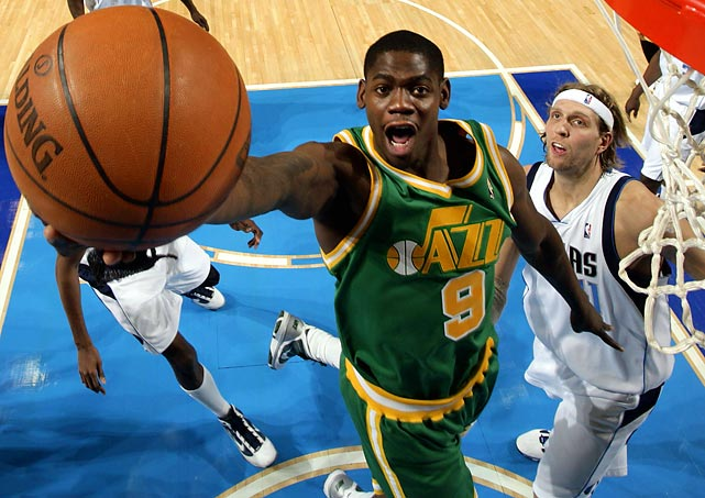 The Jazz sent Ronnie Brewer to the Grizzlies for a protected first-round pick in 2011. Brewer, the 14th pick in the 2006 draft, has started every game for Utah this season, but his scoring average has slipped to 9.5, down from last season's 13.7. Nevertheless, he should help the Grizzlies' weak bench.