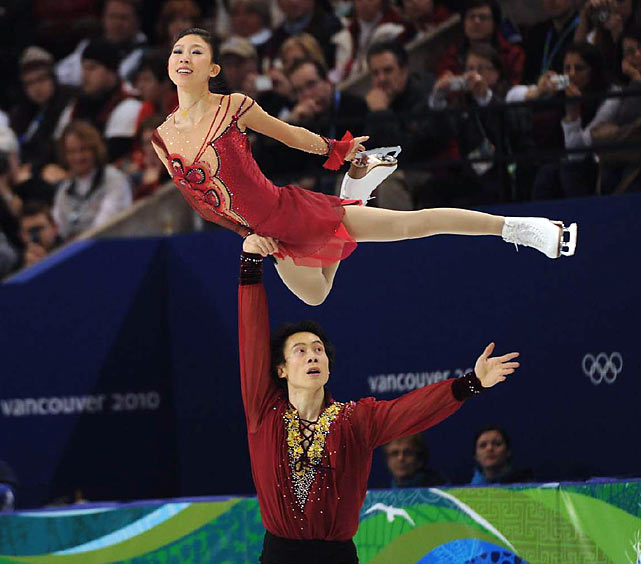 Pang Qing and Tong Jian won Monday's free skate to jump from fourth after the short program to a silver medal.