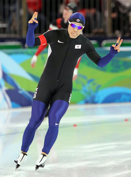 Mo Tae-bum of South Korea (pictured) won the gold medal in the 500 meters. Keiichiro Nagashima and Joji Kato, both of Japan, won silver and bronze, respectively.