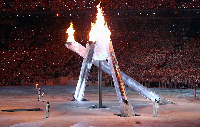 The big climax of the Olympic Opening Ceremony didn't go off as officials planned. Four Canadian athletes -- Wayne Gretzky, Nancy Greene, Steve Nash and LeMay Doan -- were charged with lighting each of the pillars that made up the Olympic cauldron, but one of the pillars didn't lift out of the ground.