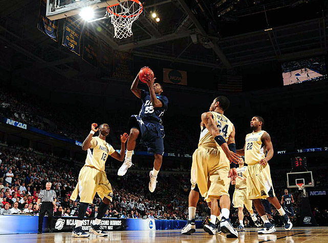 Jordan Crawford (with ball) scored 27 points, including a breakaway dunk with just over 2 minutes remaining, as Xavier advanced to the Sweet 16. The Musketeers joined Michigan State as only schools to reach the round of 16 the last three years.
