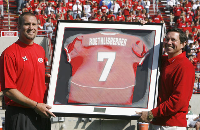 Roethlisberger's No. 7 jersey was retired by Miami (Ohio)  during a pregame ceremony.