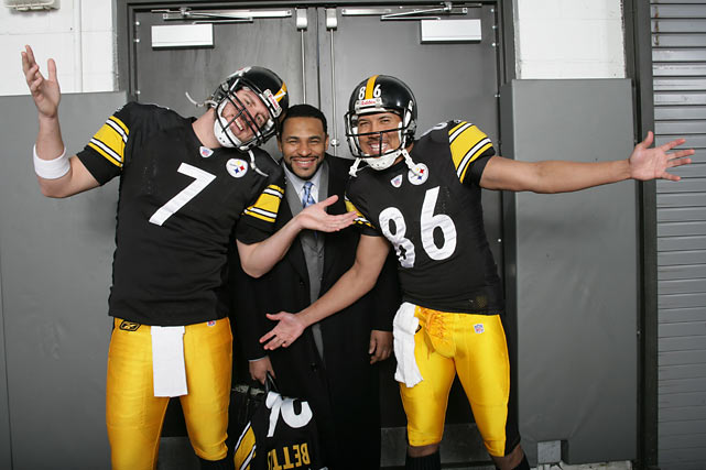 Roethlisberger poses with Jerome Bettis and Hines Ward prior to the AFC Championship game against Denver. The Steelers would go onto win the game to earn a spot in Super Bowl XL.