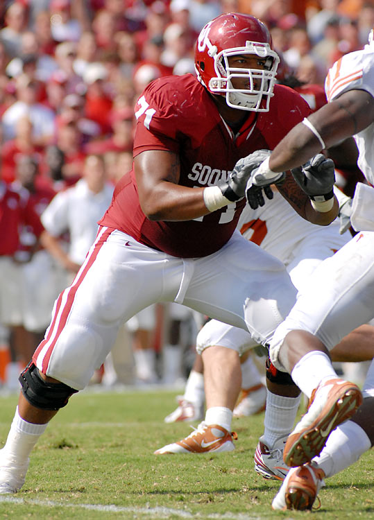 While some NFL experts project Williams to be a right-side offensive lineman in the pros, an impressive showing at the combine boosted Williams' stock, and some scouts now say he can stick on the blindside at the next level, where he played at OU. Williams is a dominating run blocker.