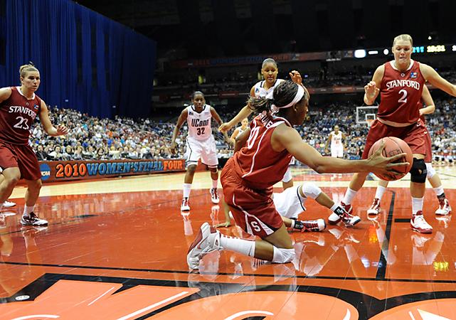 Nnemkadi Ogwumike (No. 30) and Stanford limited Connecticut to one field goal in nearly 11 first-half minutes. Ogwumike collected 11 points and 13 rebounds.