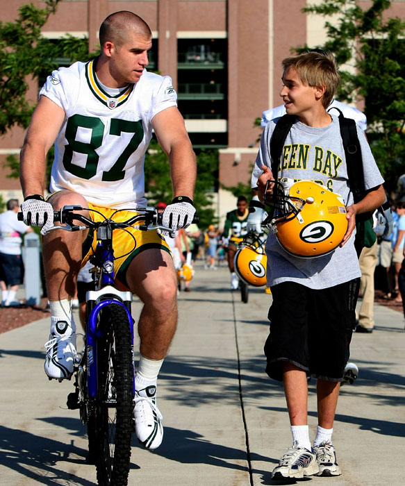 Jordy Nelson talks to a young fan before a 2008 practice.