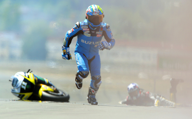 Italian rider Loris Capirossi  from team Suzuki runs after a crash during the GP race of the French Grand Prix May 23 at the Le Mans' circuit, Western France. The event was won by Jorge Lorenzo of Spain.