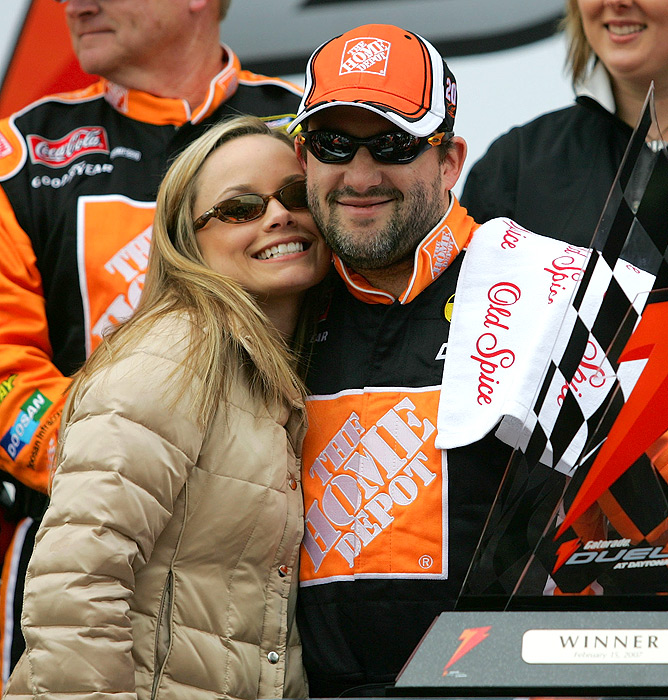 Tony Stewart's longtime girlfriend Tara Roquemore joins him in Victory Lane.
