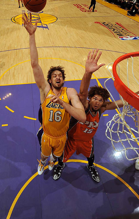 The Lakers' big man led all scorers with 29 points, 14 of which came in the fourth quarter.