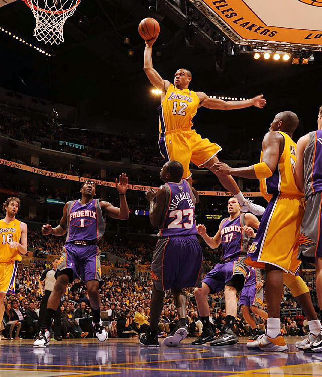 Shannon Brown had nine points and one high-flying dunk attempt that sent him over the head of Jason Richardson (23).