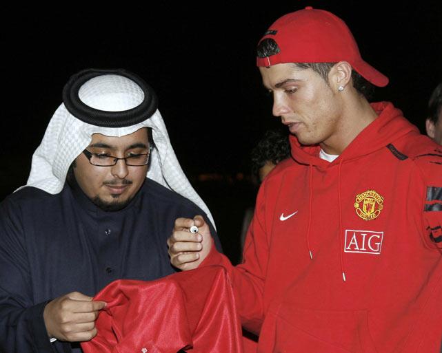 Ronaldo autographs a team jersey for a Saudi man after arriving at King Khaled airport in Riyadh, Saudi Arabia.