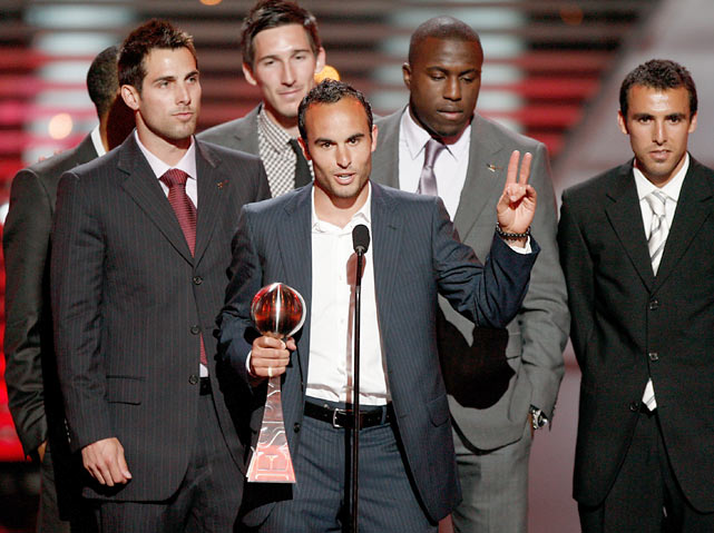 Donovan accepts the award for Best Upset on behalf of the U.S. Soccer team at the 2009 ESPY Awards.