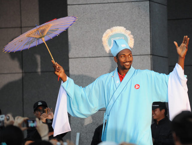 Artest visits Hangzhou during his trip to the Zhejiang Province of China.