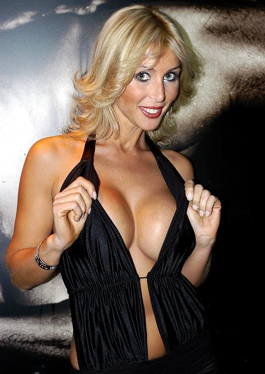 Singer/actress Malena Gracia, girlfriend of Royston Drenthe (Real Madrid) poses on November 26, 2004.