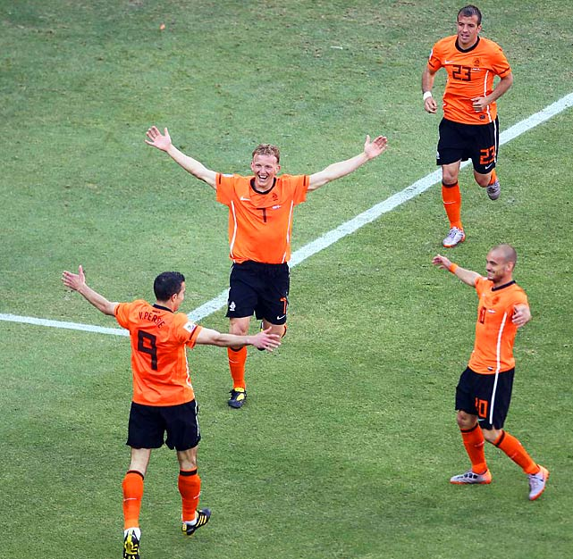 Dirk Kuyt (7) tapped in a rebound in the 85th minute to extend the Netherlands' lead to 2-0.