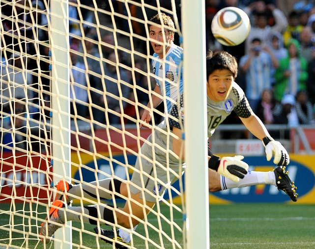 Gonzalo Higuain capped his hat trick with this 80th-minute header past goalkeeper Jung Sung-ryong. Higuain became the first player to score three goals in a World Cup game since Portugal's Pauleta in 2002.