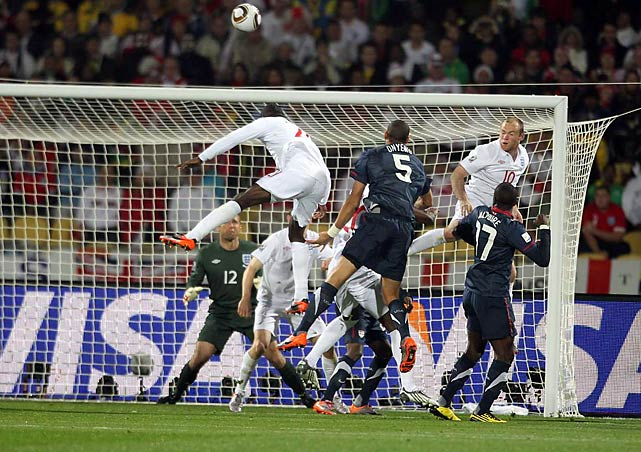 English defenders, including Wayne Rooney (No. 10), helped keep the Americans' set pieces from paying dividends.