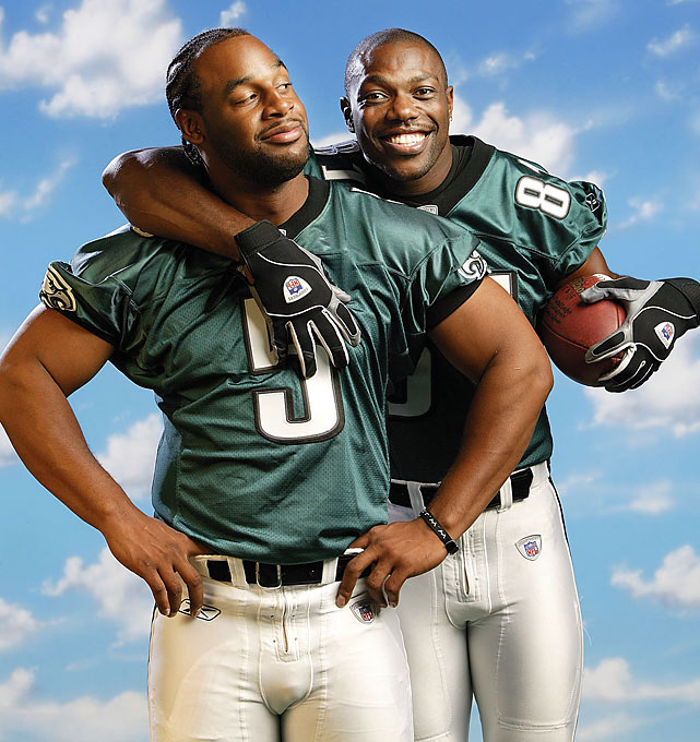 All smiles here, the honeymoon wouldn't last for Owens and Eagles quarterback Donovan McNabb.