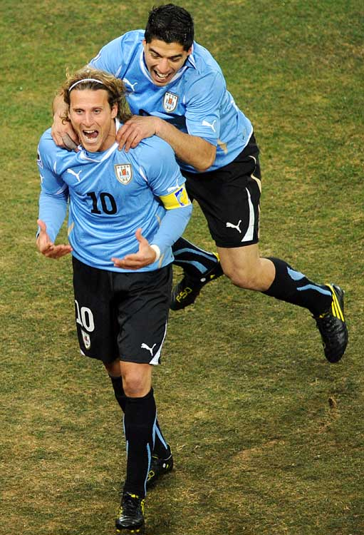 Diego Forlan scored the equalizer for Uruguay at 55' from a direct free kick.