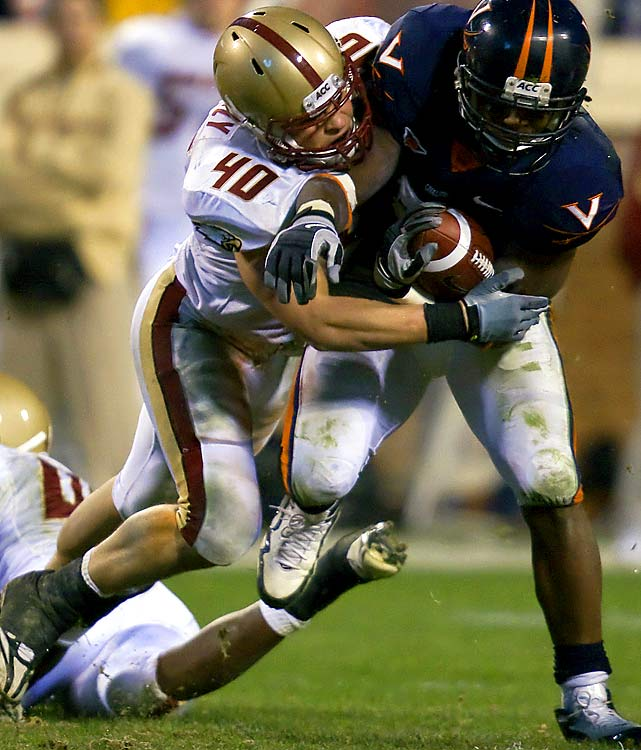 As a true freshman, Kuechly opened eyes with a dazzling first year. He had the most tackles by any Eagles defender since 1993 and ranked second in the nation in total tackles (158) and unassisted stops (87). In the Emerald Bowl against USC, he earned the Defensive Player of the Game honors after amassing 16 tackles.