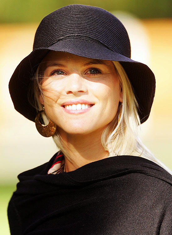 Elin smiles as she prepares to travel to the Curragh race course for the Wives Race Day before the start of the 2006 Ryder Cup.