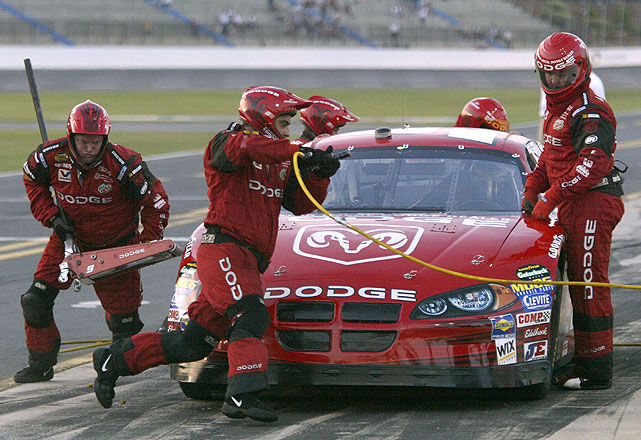 After a late-race dustup in 2004 left Kasey Kahne with a 36th-place finish and Tony Stewart in Victory Lane, both drivers' crews fought it out on pit row.