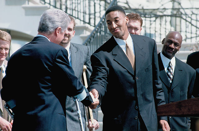 Pippen with President Bill Clinton during the Bulls' visit to the White House.