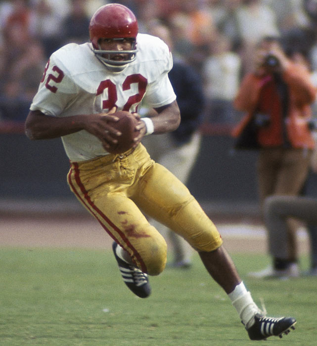 A San Francisco native, O.J. Simpson became one of the greatest running backs in USC history, rushing for over 3,000 yards in his two years as a Trojan.  In 1968, his 1,654 rushing yards and 21 touchdowns were enough to make him the the 34th recipient of the Heisman Trophy Award.